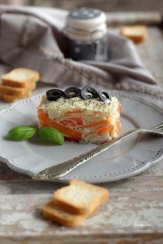 Retete culinare - Salata Capricciosa. Reteta de salata cu carne de pui si maioneza. Cum se face salata capricciosa. Salata italiana capricciosa.
