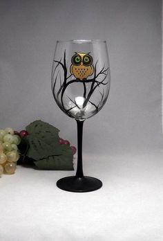 Wine Glass Designs, Wine Design, Design Design, Decorated Wine Glasses, Hand Painted Wine Glasses, Decorated Bottles, Wine Bottle Art, Painted Wine Bottles, Beer Bottle