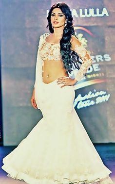 Priyanka Chopra wearing Neeta Lulla's White Lehenga Saree with Designer Blouse Bollywood Actress Hot Photos, Bollywood Fashion, Indian Bollywood, Bollywood Stars, Indian Celebrities, Bollywood Celebrities, Pakistani Bridal, Indian Bridal, Bridal Lehenga