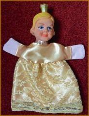 De prinses in de zelfgemaakte, gouden, kanten jurk. An hand-made golden dress for a Princess. Prinzessin. Kasperlfiguur, hand puppet.