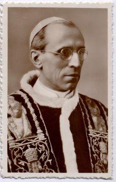 "Santos, Beatos, Veneráveis e Servos de Deus: Venerável Pio XII, Papa. Um ""santo"" injustiçado......"