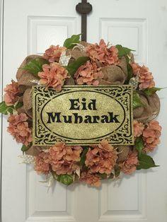 Eid wreath Eid Crafts, Flower Crafts, Diy And Crafts, Eid Mubarik, Eid Images, Eid Quotes, Eid Food, Eid Greetings, Happy Eid Mubarak