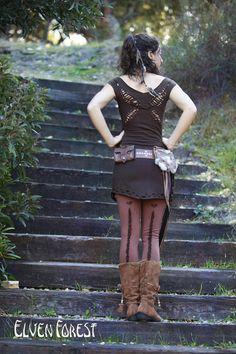 ☆:*¨¨*:★:*¨¨*:☆  Einfach zu werfen und laufen herum, dieses Kleid mit geflochten Flügel in den Rücken, und schneiden Sie Informationen entlang der Kragen und die Kanten der unteren. Perfekte selbst als Kleid oder mit Leggins eine Tunika. Es sieht auch gut über einen langen Stock Länge Rock. Alle Nähte versäubert für bessere Haltbarkeit und alle Säume sind roh.  Erhältlich in schwarz oder braun. Der schwarze Stoff ist dünner, leicht, und das braune ist dicker, wie auf den Fotos dargestellt…