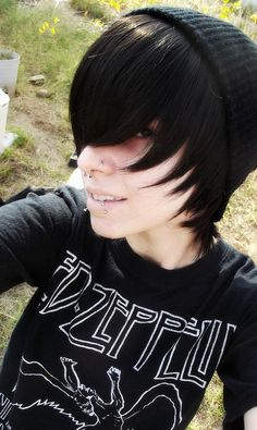 I want this look. Dang it, I can't decide what style of scene hair I want! >:(