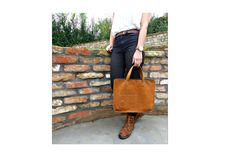 Bőr kézitáska Leather handbag #bbag #leather #leatherbag #leatherhandbag #bőr #bőrtáska #bőrkézitáska Bago, Leather Bags, Madewell, Tote Bag, Leather Tote Handbags, Leather Formal Bags, Totes, Leather Purses