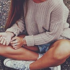 denim shorts, converse sneakers and a peachy knit http://popsu.gr/slYu
