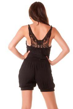 Combinaison short très fashion en noir avec dentelle au dos. vêtement 124  Prix   7.12 € HT cbfba94f4d3