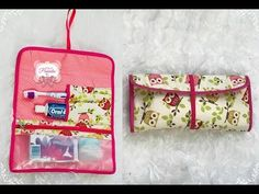 YouTube Mochila Tutorial, Sewing Tutorials, Sewing Projects, Types Of Purses, Craft Bags, Sewing Kit, Leather Clutch Bags, Quilted Bag, Mini Quilts