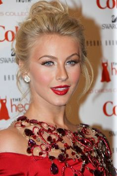 By Eva Marciano. Julianne Hough's berry lips, rosy cheeks and highlighted eye, plus a glamorous, loose updo make for a gorgeous holiday look!                       Recreate with any of these products:   EYES: Use white or champagne highlights on the inner corners of your eyes. Try Jane Iredale Liquid Liner in Silver or Stila Smudge Stick Waterproof Eyeliner in Empress and Christopher Drummond White Finishing Powder. Stila Major Lash Mascara.  CHEEKS: Stila Poppy Convertible Color; Kitten…