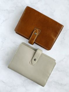 Not just one but TWO Filofax classics: Malden Personal in Ochre and in Stone. Ideal for your relaxed but chic office style. Filofax Malden, Personal Organizer, Office Fashion, Life Planner, Leather Working, Boss Lady, Organization, Wallet, Office Style