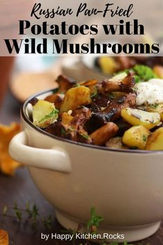 There was nothing more comforting in the end of a long summer day. Russian pan-fried potatoes with wild mushrooms, onions, garlic and herbs are super flavorful, hearty and comforting. This easy step-by-step recipe only takes 30 minutes to make! Vegetarian Main Course, Vegetarian Comfort Food, Best Vegetarian Recipes, Vegan Dinner Recipes, Lunch Recipes, Pan Fried Potatoes, Wild Mushrooms, Stuffed Mushrooms, Happy Kitchen