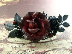 Gotische Hochzeit Haar Stück - romantisch rot viktorianische Gothic Haare Clip - rot und schwarz Blume Hair Barrette schwarz und Rot Rose Haarschmuck