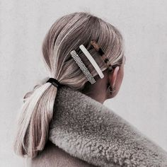 "Hair Clips, el accesorio ""girlie"" que reina en el street style Oval Face Hairstyles, Cool Hairstyles, Hairstyle Ideas, Korean Hairstyles, Shaved Hairstyles, Beautiful Hairstyles, Hair Styles 2016, Curly Hair Styles, Hair Inspo"