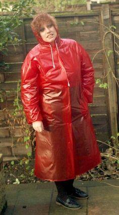 Mutti hinterm Gartenzaun Red Raincoat, Vinyl Raincoat, Raincoat Jacket, Plastic Raincoat, Plastic Pants, Rain Bonnet, Nylons, Plastic Mac, Rain Suit