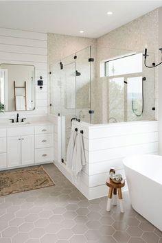 Interior Exterior, Bathroom Interior Design, Interior Ideas, White Subway Tile Bathroom, Neutral Bathroom, White Tiles, Warm Bathroom, Minimal Bathroom, Transitional Bathroom