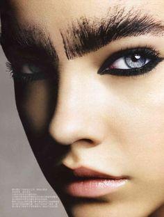 Intense black eyeliner and those BROWS! Barbara Palvin for Vogue China. Intense black eyeliner and those BROWS! Barbara Palvin for Vogue China. Makeup Inspo, Makeup Art, Makeup Inspiration, Beauty Makeup, Hair Makeup, Eyebrow Makeup, Black Eye Makeup, Black Eyeliner, Black Brows