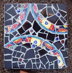 Pique Assiette Mosaic Stepping Stones in the Garden | Summer House Art Blog