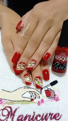 69 fotos de unhas decoradas com esmalte veñ Shellac Nail Art, Nail Polish, Mani Pedi, Pedicure, Diy Playing Cards, Salon Names, Beauty Background, Beauty Salon Interior, Flower Nail Art