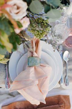35 Earthy Chic Ideas for the Boho Bride Wedding Shoot, Chic Wedding, Wedding Trends, Wedding Ideas, Wedding Inspiration, Wedding Reception, Dream Wedding, Wedding Tables, Reception Ideas
