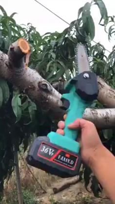 Made of fine quality material, practical, easy to operate. Mini Chainsaw, Wood Projects, Woodworking Projects, Cool Gadgets To Buy, Diy Home Repair, Cool Inventions, Wood Cutting, Garden Tools, Cool Things To Buy