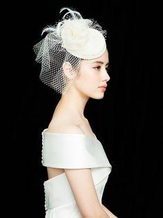 17 Trendy wedding hairstyles with veil birdcages bridal headpieces Vintage Birdcage Veils, Vintage Wedding Hair, Wedding Hats, Wedding Veils, Wedding Dresses, Trendy Wedding, Bridal Hat, Bridal Headpieces, Make Up Braut