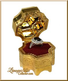 24K Gold Versailles Ring Box (Retired)