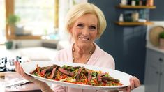 Mary Berry's Quick Cooking episodes - BBC Food Steak Stirfry Recipes, Stir Fry Recipes, Rice Recipes, Asparagus Risotto Recipe, Risotto Recipes, Risotto Cakes, Parmesan Crisps, Marinated Steak, Stuffed Mushrooms
