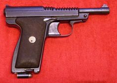The Le Français type Armée, chambered for the 9mm Browning long cartridge, was Manufrance's submission for a military pistol.