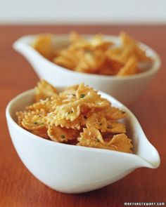 Crunchy Farfalle: bow-tie pasta, becomes crunchy finger food when parboiled, then quickly fried and tossed with lemon zest, Parmesan cheese, and chives Finger Food Appetizers, Appetizer Recipes, Appetizer Ideas, Martha Stewart, Gnocchi, Farfalle Recipes, Farfalle Pasta, Pasta Recipes, Aperitivos Finger Food
