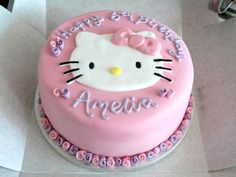 Cute Hello Kitty birthday cake.
