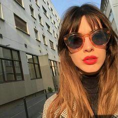 Louise Follain, red lips