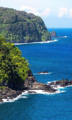 The dramatic coastal road to Hana ~ Hawaii