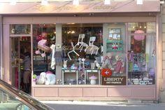 Boutique Les Enfants d'Abord shop window
