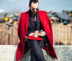 veste rouge portée à l'italienne