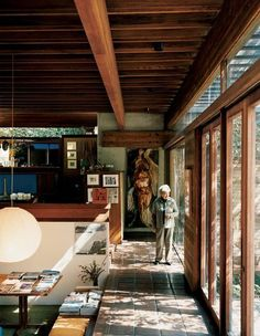 The Family Home of Architect Ray Kappe. (Photo by João Canziani. This originally appeared in Ray Kappe-Designed Multilevel House in Los Angeles. European Style Homes, European Home Decor, Mid-century Modern, Modern Homes, Modern Design, Los Angeles Homes, My Dream Home, Interior Architecture, New Homes