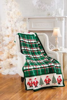Easy Crochet Afghans Santa Plaid Afghan in Red Heart Super Saver in the December 2014 issue of Crochet World magazine Christmas Crochet Blanket, Christmas Afghan, Crochet Santa, Holiday Crochet, Christmas Trees, Crochet Quilt, Tunisian Crochet, Afghan Crochet Patterns, Diy Crochet