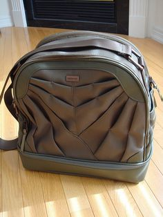 Activa gym bag from Lululemon SS2008. Too bad it's discontinued.