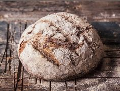 """מתכון ללחם שיפון של תומר מ""""הלחם של תומר"""". לחם שיפון נחשב ללחם בריא במיוחד, והכי בריא להכין אותו בבית. מה צריך? מחמצת שיפון, התפחה וכן, לא מעט סבלנות"""