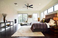 chambre à coucher adulte avec ventilateur de plafond