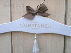 1 Kleiderbügel für Braut oder Bräutigam von Hochzeitsshop auf DaWanda.com