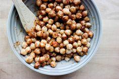 Verdens beste snacks, som også er sunn og full av proteiner? Rista kikerter! Protein, Beans, Vegetables, Green, Food, Essen, Vegetable Recipes, Meals, Yemek