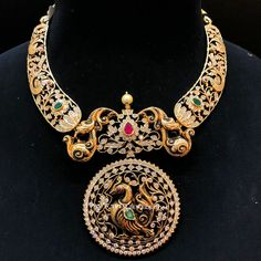 Image may contain: jewelry Gold Temple Jewellery, Silver Jewellery Indian, Gold Jewellery Design, Gold Jewelry, Diamond Jewelry, Jewelry Shop, Diamond Choker, Gold Choker, Antique Jewellery