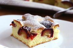 Prăjitură din pandișpan cu prune | Rețete - Laura Laurențiu Plum Cake, Cake Cookies, French Toast, Recipies, Cheesecake, Sugar, Cooking, Breakfast, Desserts