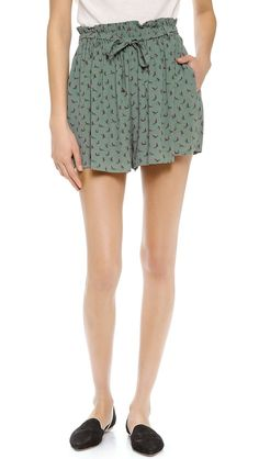 Pin for Later: Formt eure Taille, ohne Sport zu machen Joie Paper-Bag Waist Shorts Soft Joie Wyatte Shorts ($40, originally $98)