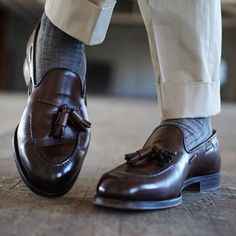 Cavendish in Dark Brown Burnished Calf - photo credit Michele Dunhoff Socks Outfit, Outfit Man, Sock Shoes, Shoe Boots, Mature Mens Fashion, Loafers Men, Brogues, Mocassins, Tassel Loafers
