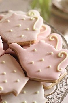 hello naomi: pink and mint kitchen tea - Teapot cookies.make these for tea parties. Tee Sandwiches, Mint Kitchen, Teapot Cookies, Tee Set, Pause Café, Galletas Cookies, Pink Cookies, Iced Cookies, Sugar Cookies