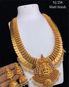 Price Rs 📣📣📣Whatsapp on Order📲📱📞 Gold Temple Jewellery, Gold Jewelry Simple, Indian Wedding Jewelry, Gold Jewellery Design, Indian Jewelry, Handmade Jewellery, Bridal Jewelry, Diamond Jewellery, Simple Necklace