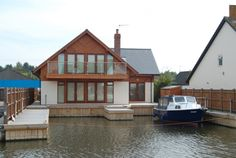 Sleeps 6 - Beautiful newly rebuilt property on the banks of the river at Wroxham, located a short walk from the heart of this popular Broads village. More Details: http://www.riverside-rentals.co.uk/NorfolkHolidayCottages/maryl