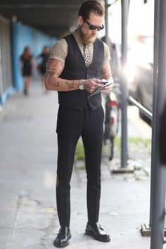 """I can dig it. Summer work outfit tip: Opt for a vest instead of a blazer."""""""