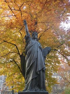 Small replica of the statue of LIberty in the Luxembourg Gardens - Paris